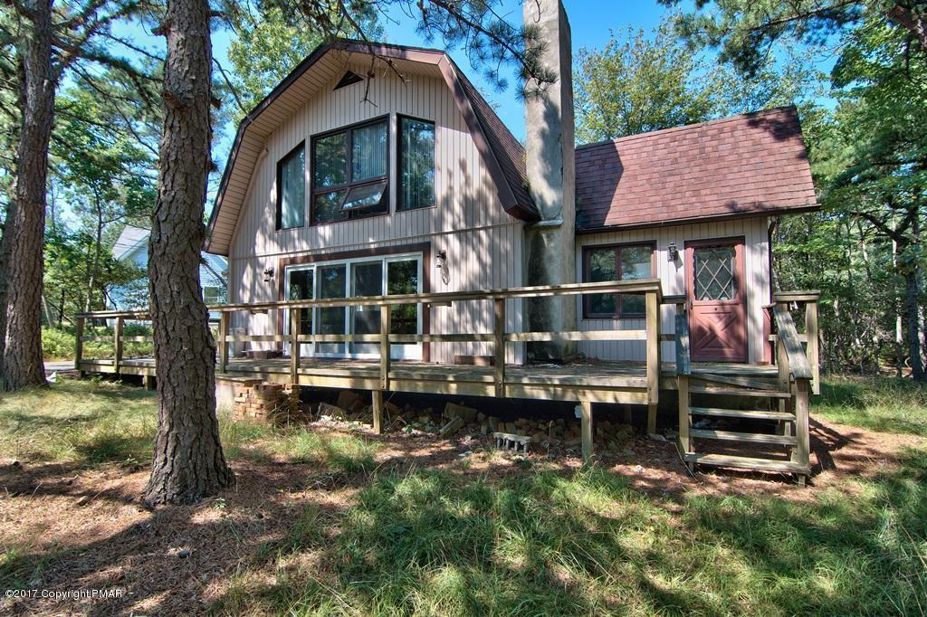 390 Clearview Dr, Long Pond, PA 18334
