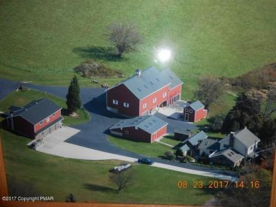 Photo of 438 Jamestown Dr, Lehighton, PA 18235