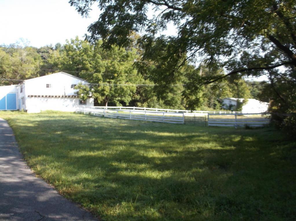 425 Five Springs Rd, Stroudsburg, PA 18360