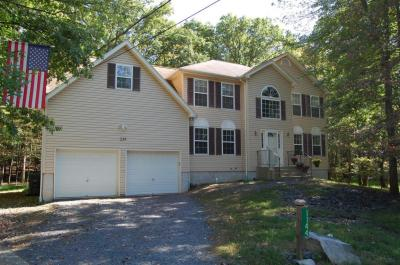 Photo of 1144 Belaire Dr, East Stroudsburg, PA 18301