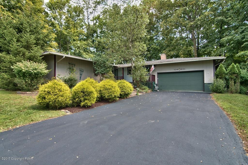 1032 Hickory Valley Rd, Stroudsburg, PA 18360