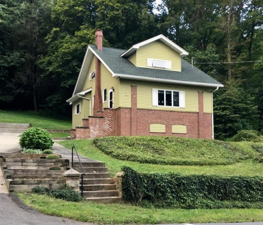 898 Center Ave, Jim Thorpe, PA 18229