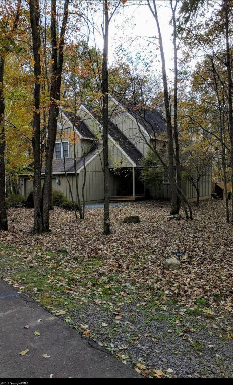 408 Gentian Ln, Long Pond, PA 18334