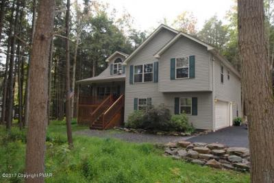 Photo of 176 Sir Bradford Rd, Pocono Lake, PA 18610