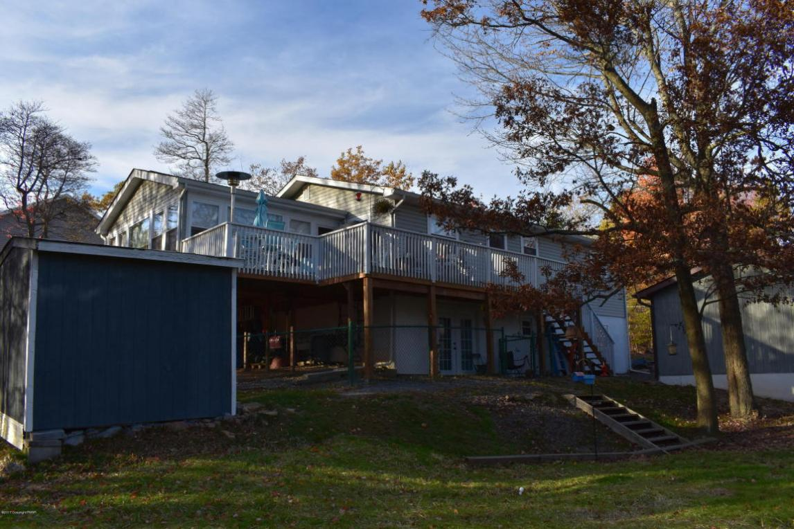 122 Country Ct, Long Pond, PA 18334