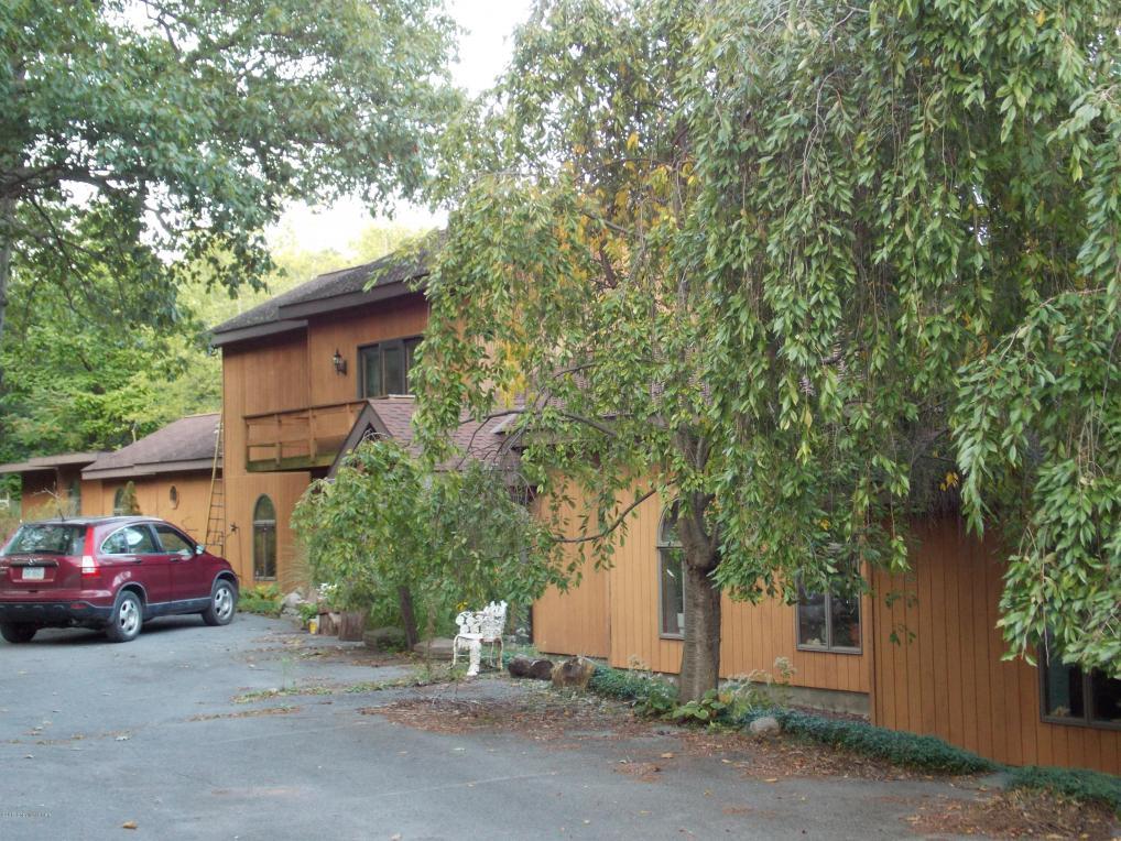 280 Monomonock Road, Cresco, PA 18326