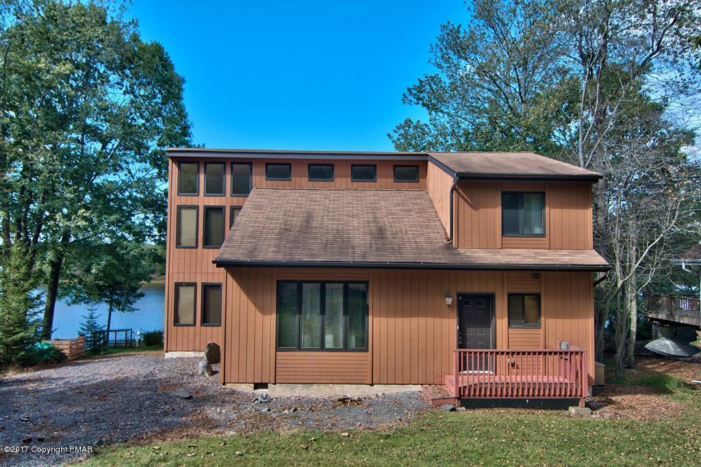 1467 Arrowhead Dr, Pocono Lake, PA 18347