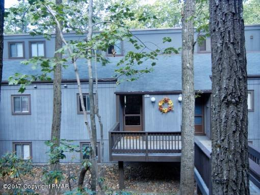 76 Cross Country Ln, Tannersville, PA 18372