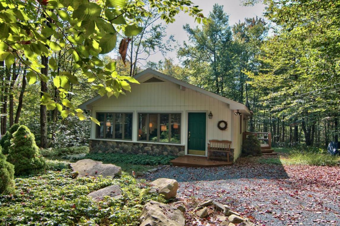2161 Red Spruce Rd, Pocono Pines, PA 18350