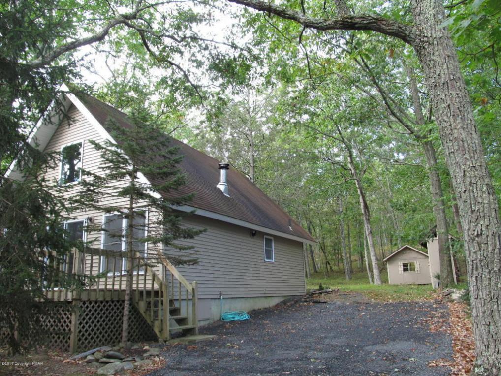 126 Sparrow Loop, Bushkill, PA 18324