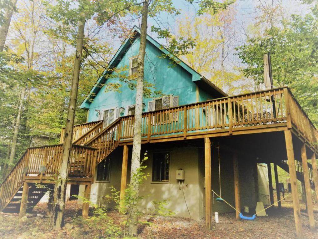 5139 Winamac Dr, Pocono Lake, PA 18347