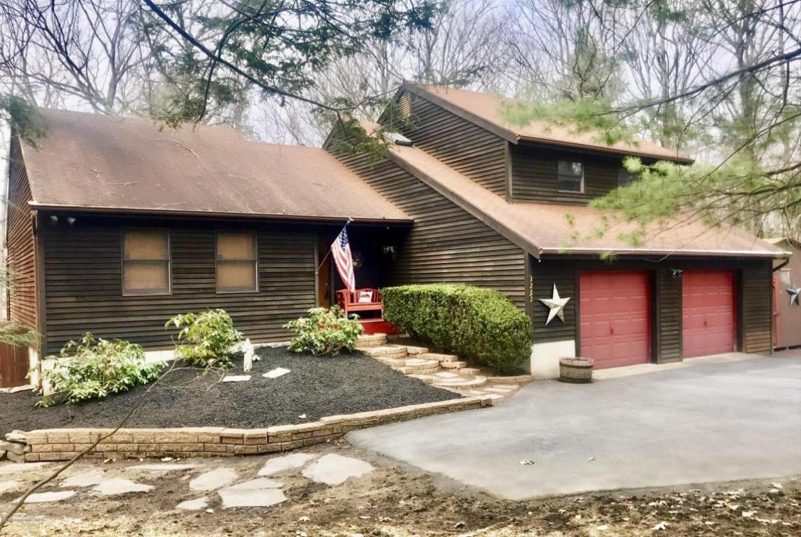3282 Birch Hill Dr, Tannersville, PA 18372