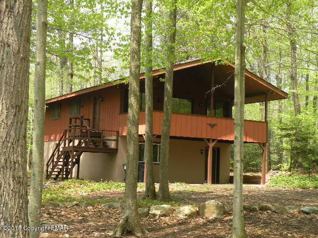 7302 Mohican Ln, Tobyhanna, PA 18466