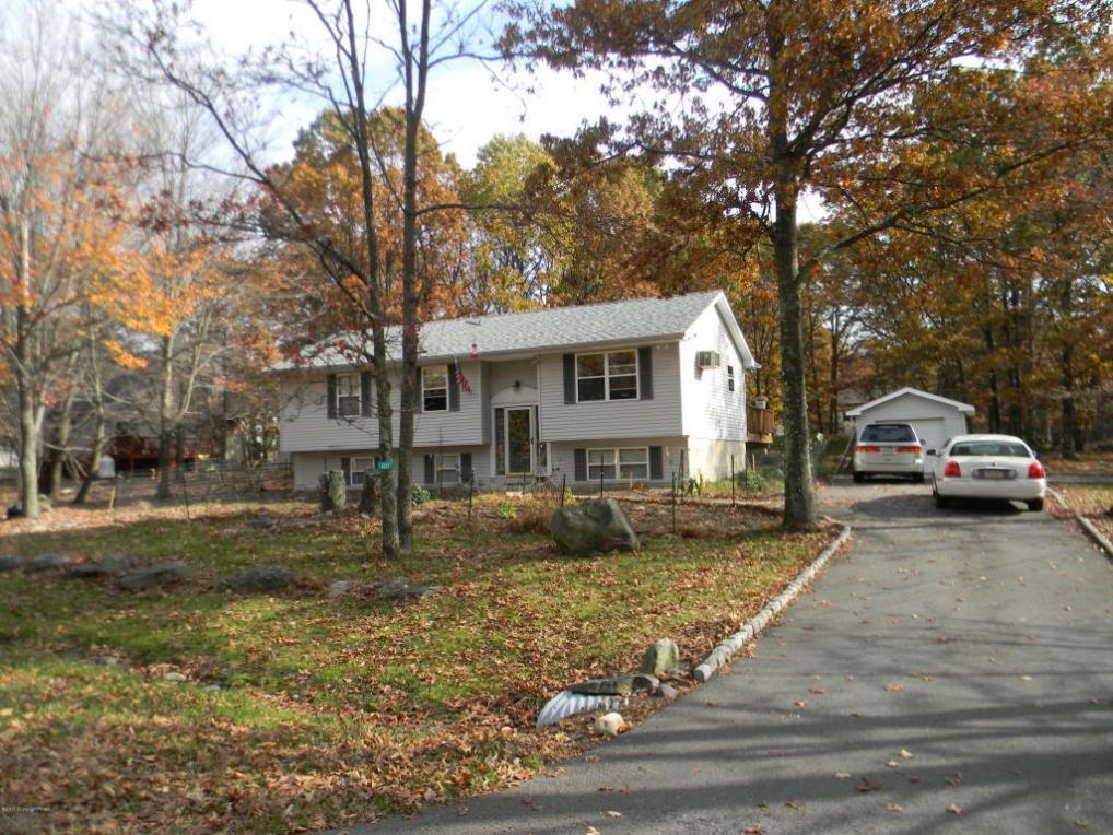 W Pine Ridge Dr, Bushkill, PA 18324