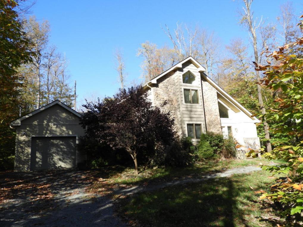 201 Sweet Briar Rd, Pocono Pines, PA 18350