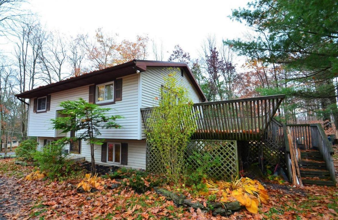 105 Wagner Way, Pocono Lake, PA 18347