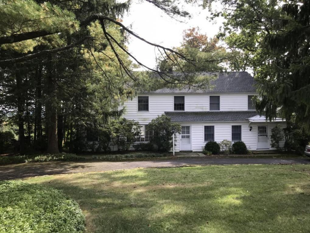 140 Leavitts Branch Road, Skytop, PA 18357