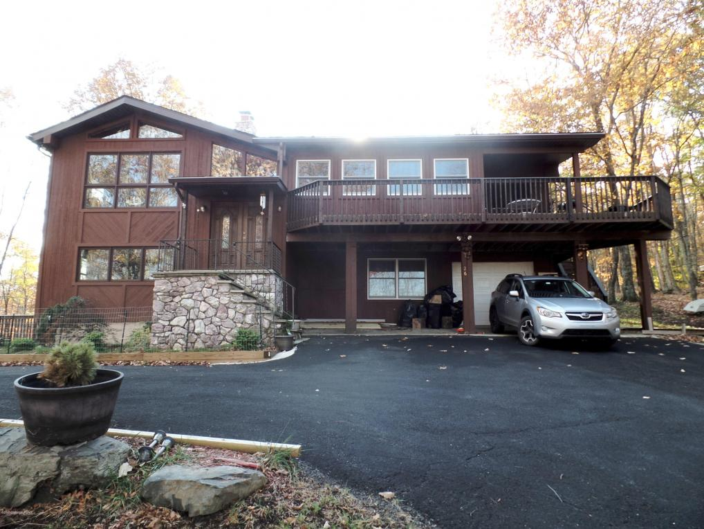 812 Litts Ct, Bushkill, PA 18324