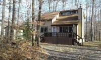 300 Wyomissing Dr, Pocono Lake, PA 18347
