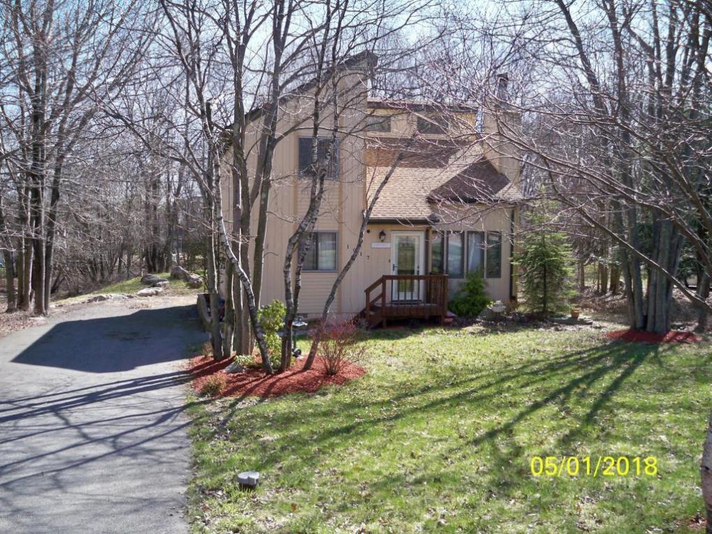 1017 Clover Rd, Long Pond, PA 18334