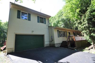 Photo of 231 Holmes Way, Albrightsville, PA 18210