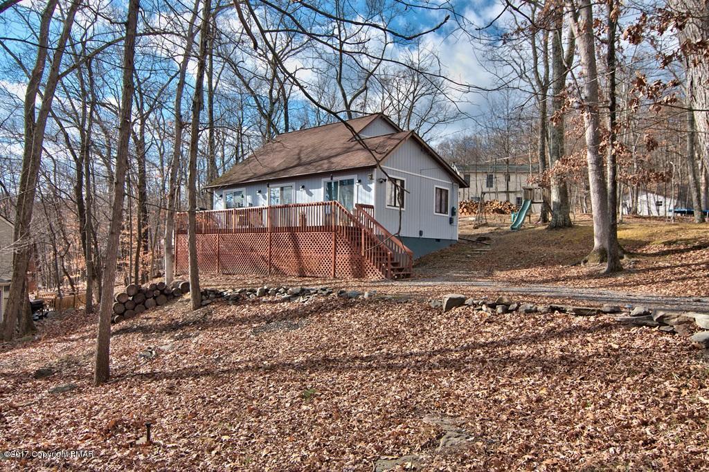 111 Park Ct, Bushkill, PA 18324