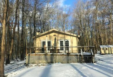 1047 Maple Dr, Pocono Lake, PA 18347