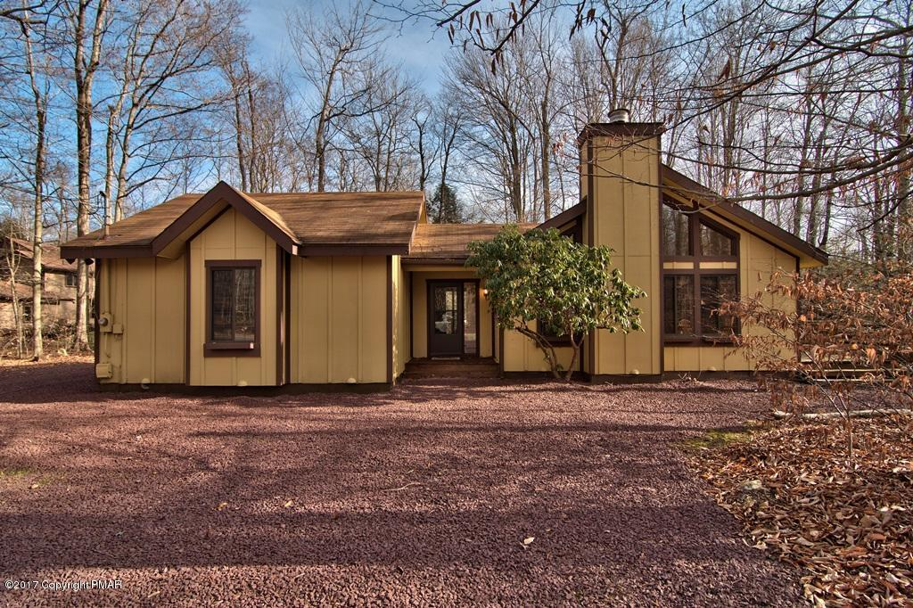 2136 Oak Rd, Pocono Pines, PA 18350