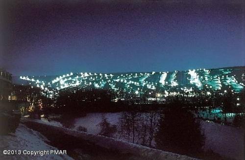 195 Foxfire Drive, Mount Pocono, PA 18344