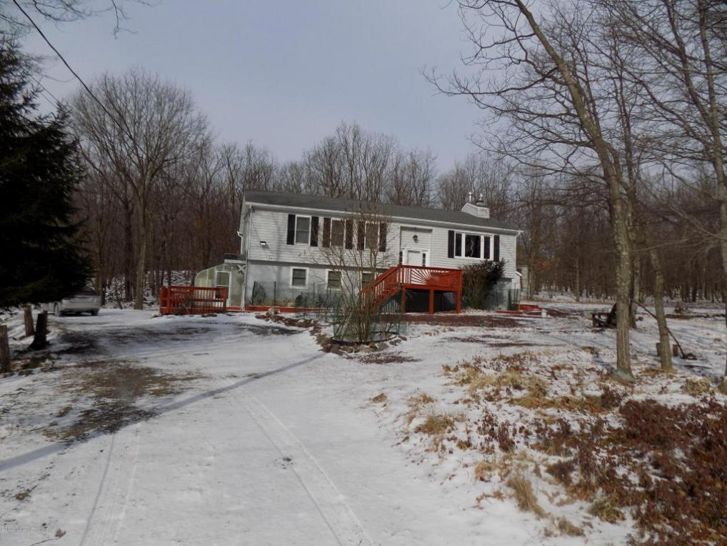 195 Valley View Dr, Albrightsville, PA 18210