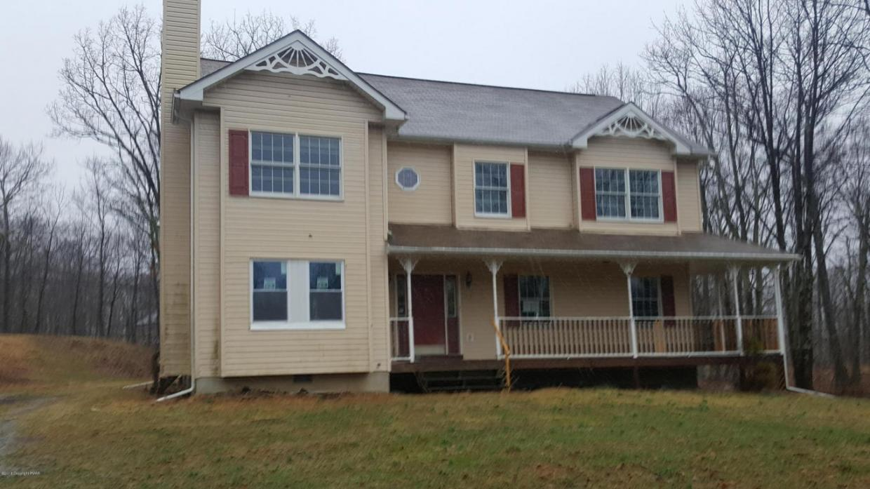 112 Crown Point Ct, East Stroudsburg, PA 18302