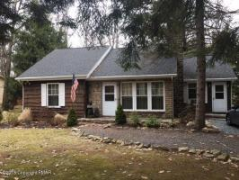 46 Split Rock Rd, Lake Harmony, PA 18624