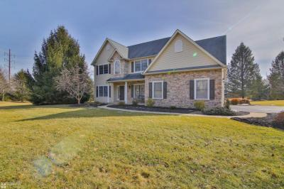 Photo of 7251 Lochhaven St, Allentown, PA 18106
