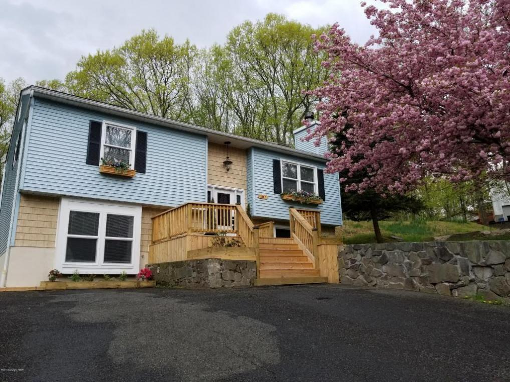 107 Turkey Dr, Swiftwater, PA 18370