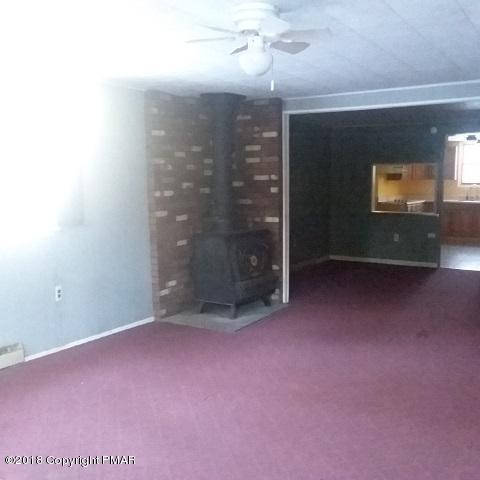 49 Pine Tree Rd, Albrightsville, PA 18210