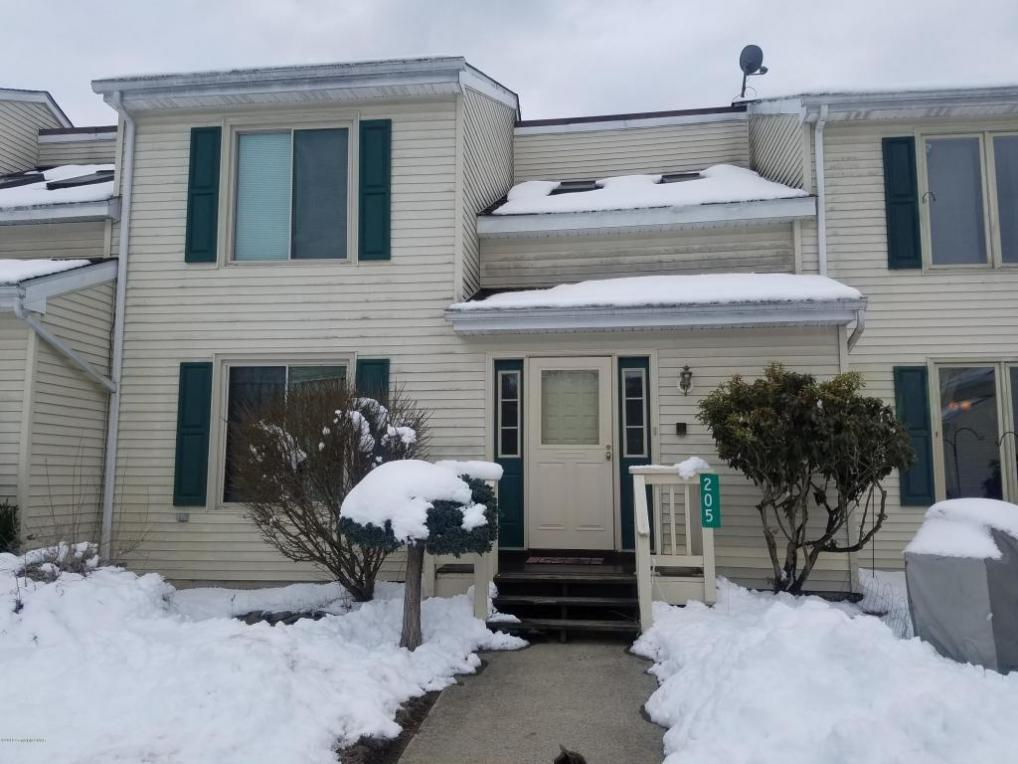 205 Maple Ln, East Stroudsburg, PA 18301