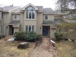 424 Woods Lake Ln, Pocono Pines, PA 18350