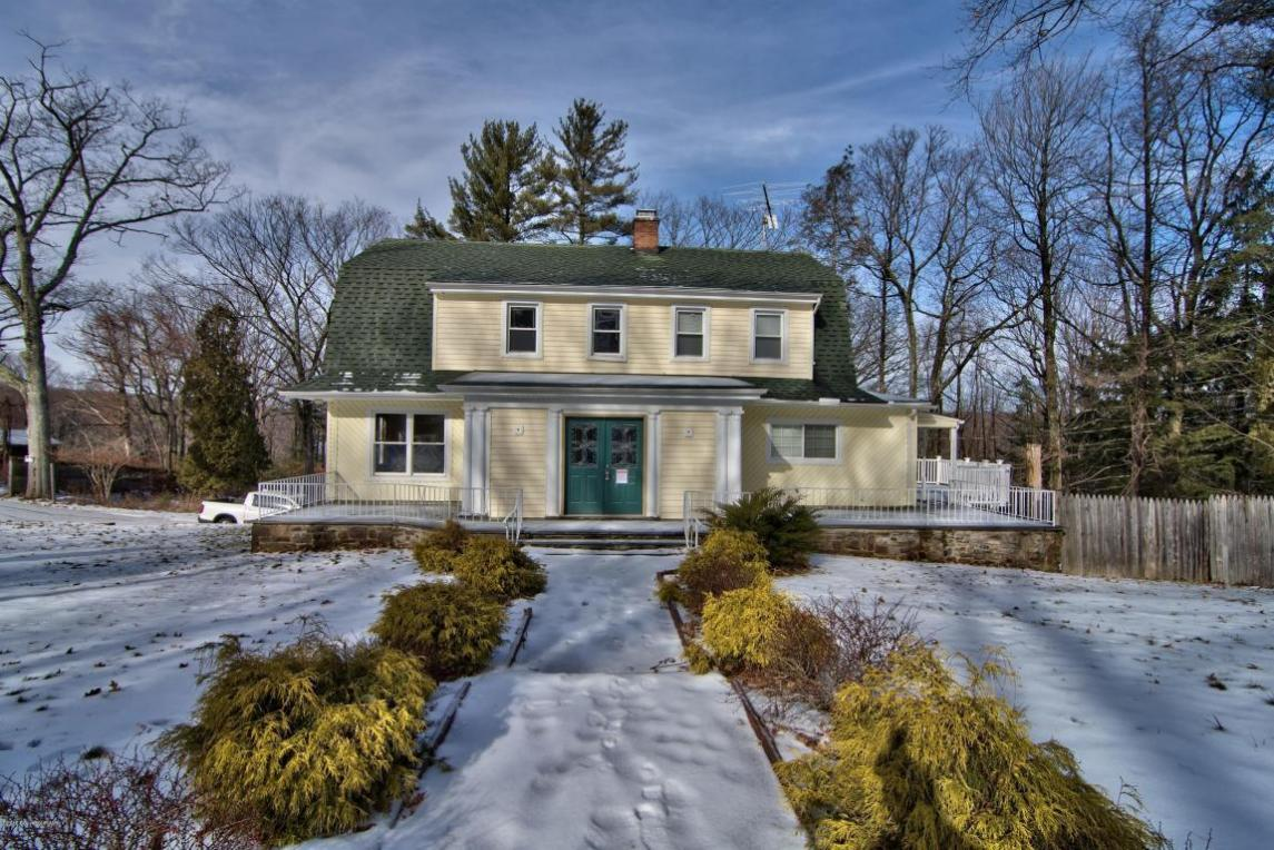 38 Summit Ave, Swiftwater, PA 18370