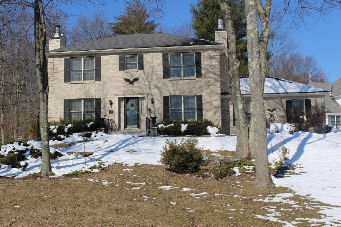 301 Jennis Ln, East Stroudsburg, PA 18301