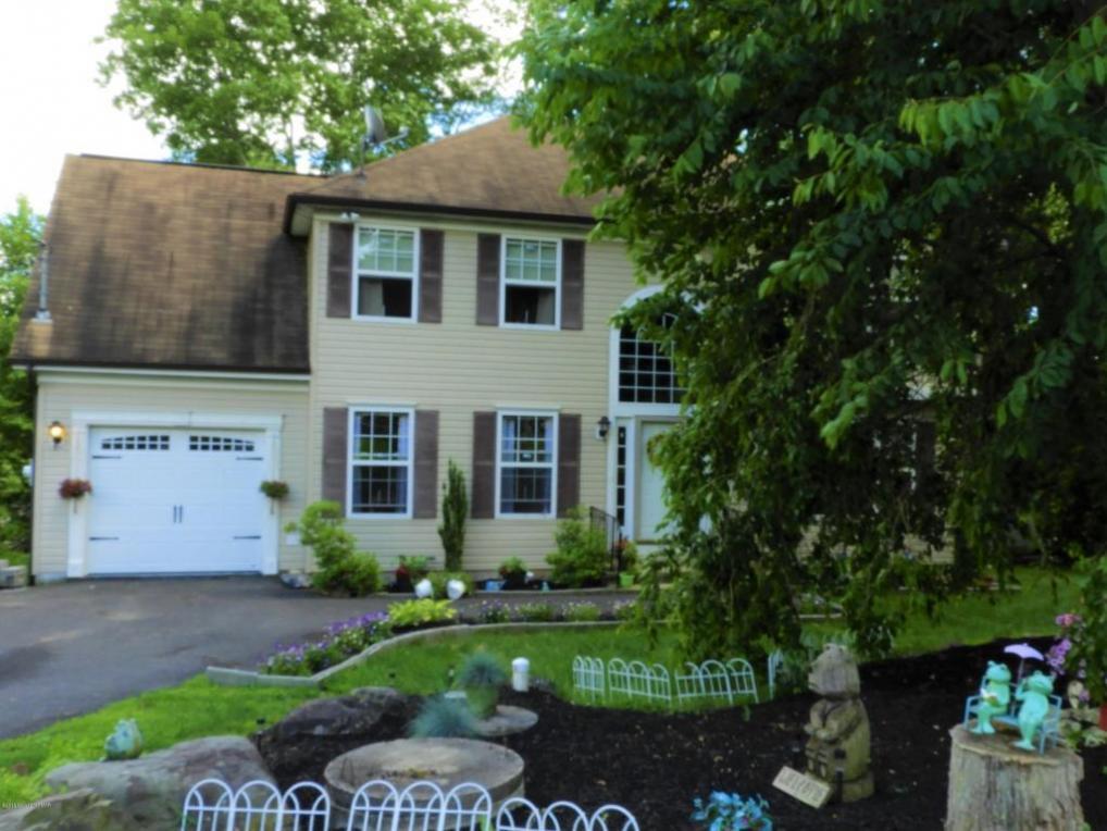 2257 White Oak Dr, East Stroudsburg, PA 18301
