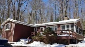 1102 Arrowhead Dr, Pocono Lake, PA 18347