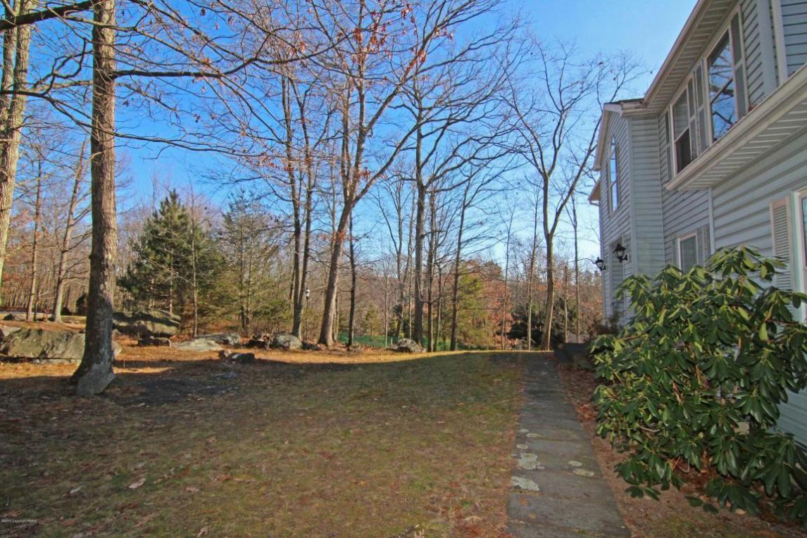 1207 Scotrun Dr, Scotrun, PA 18355