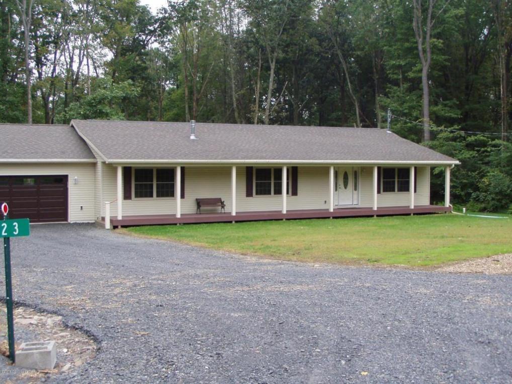 223 Upper Gimme Shelter Ln, Cresco, PA 18326