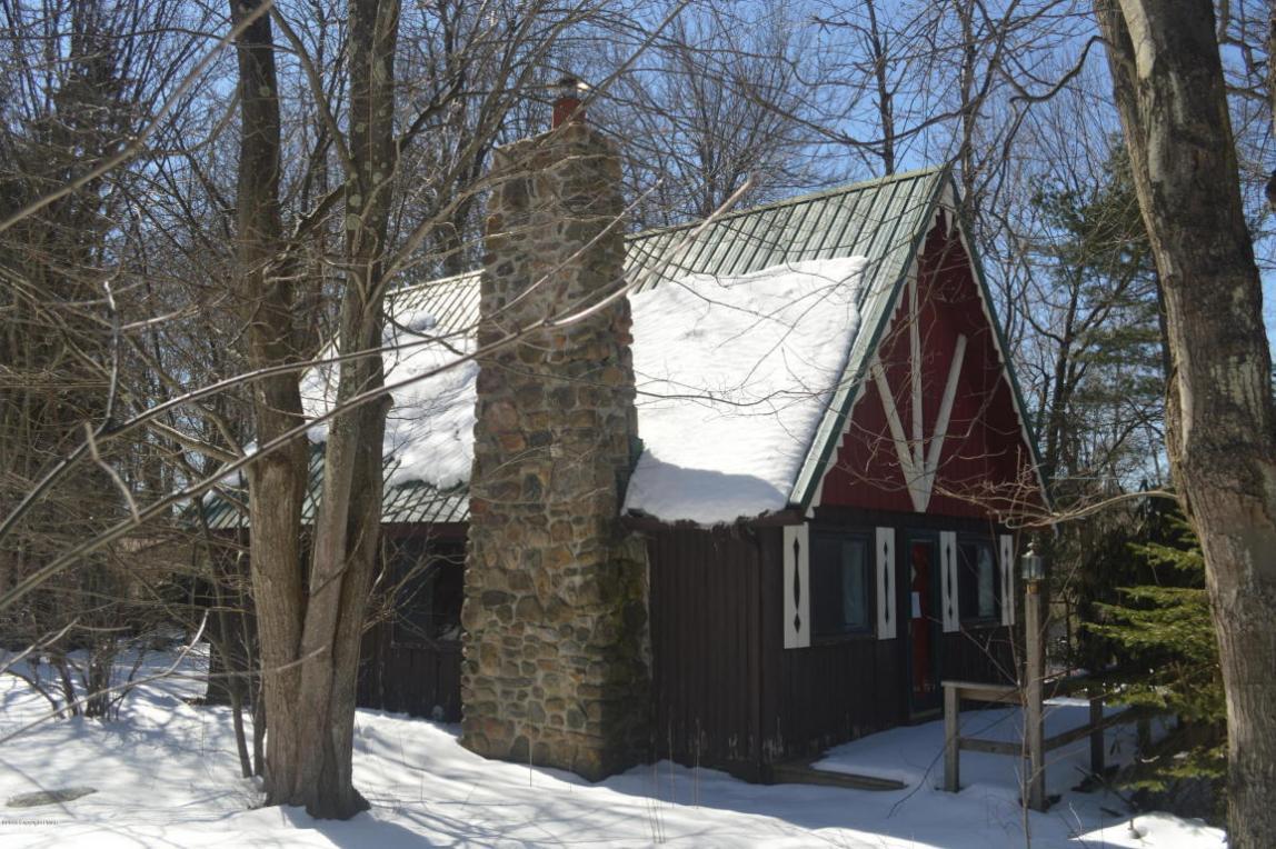 102 Acorn Ln, Blakeslee, PA 18610