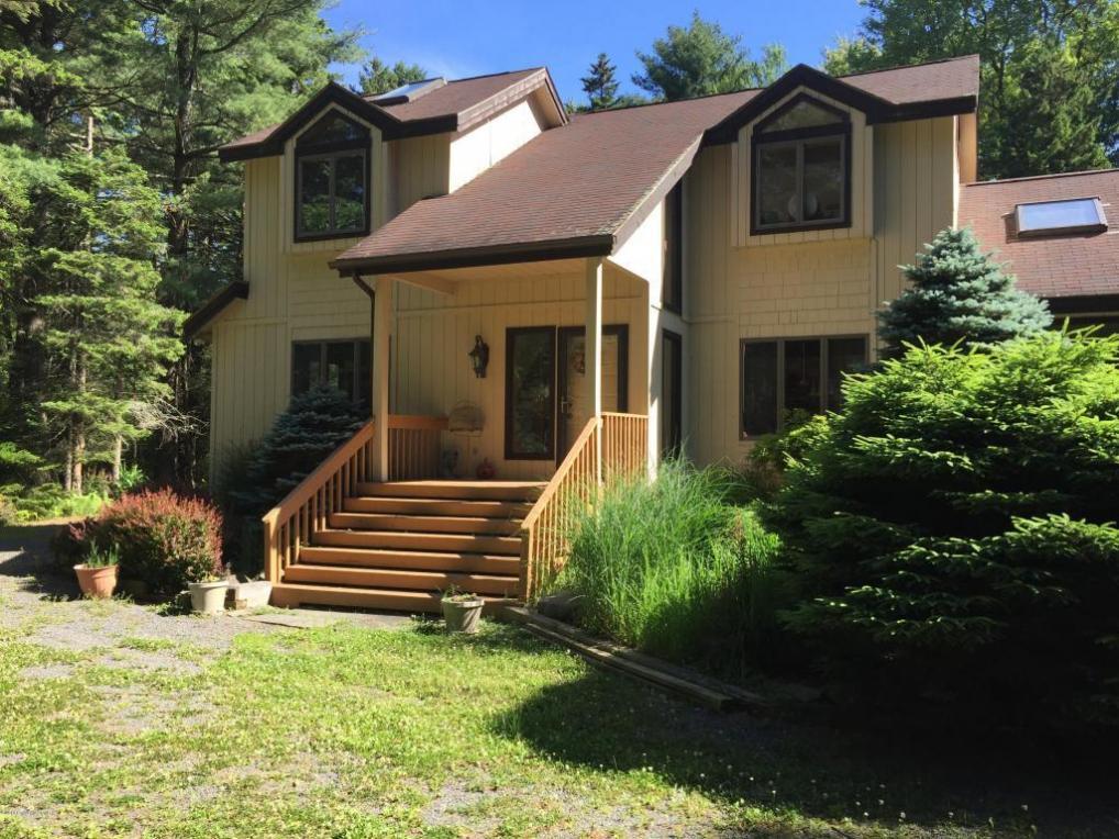 402 Sawmill Rd, Pocono Lake, PA 18347