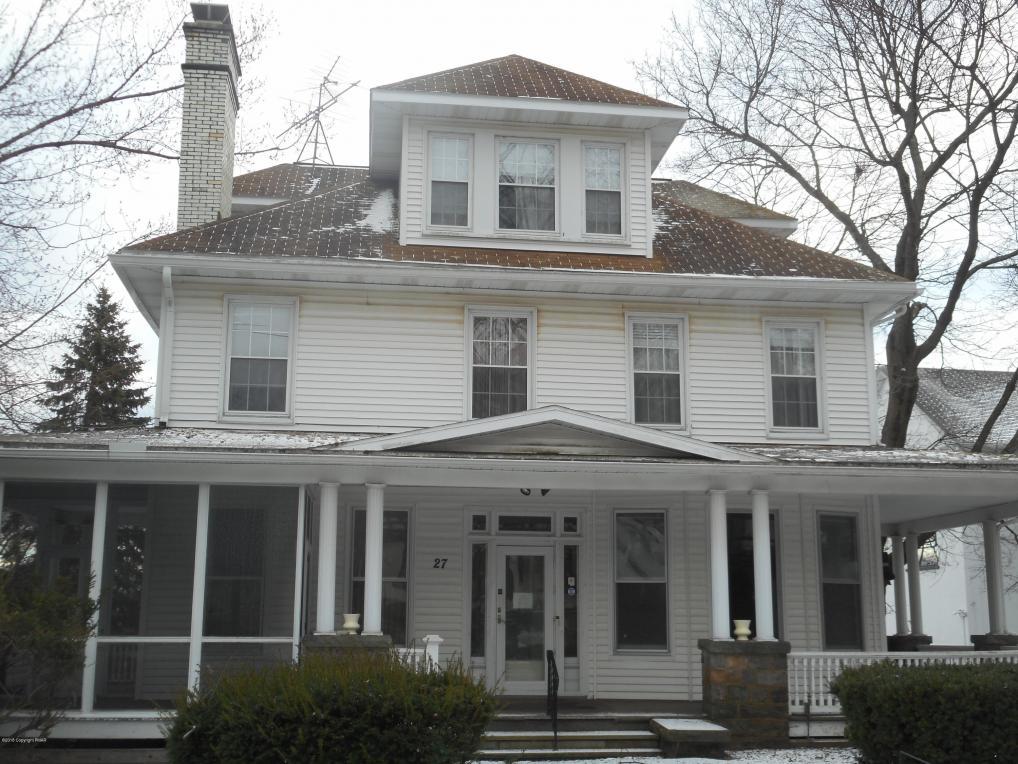 27 Fairview Ave, Mount Pocono, PA 18344