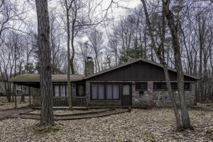 11 Red Oak Rd, Lake Harmony, PA 18624