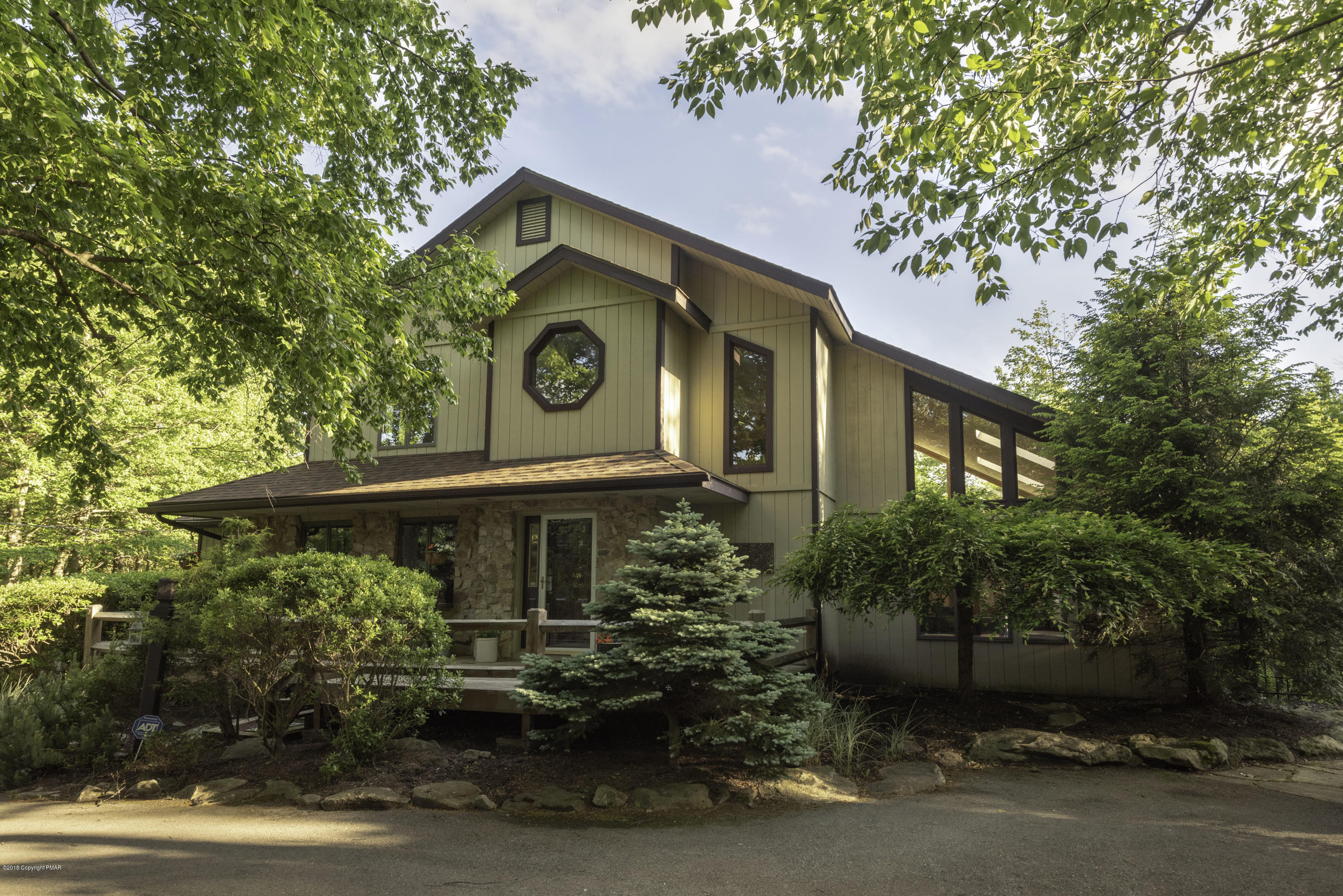 Split Rock Private Retreat on 1.16 Acre with Inground Pool