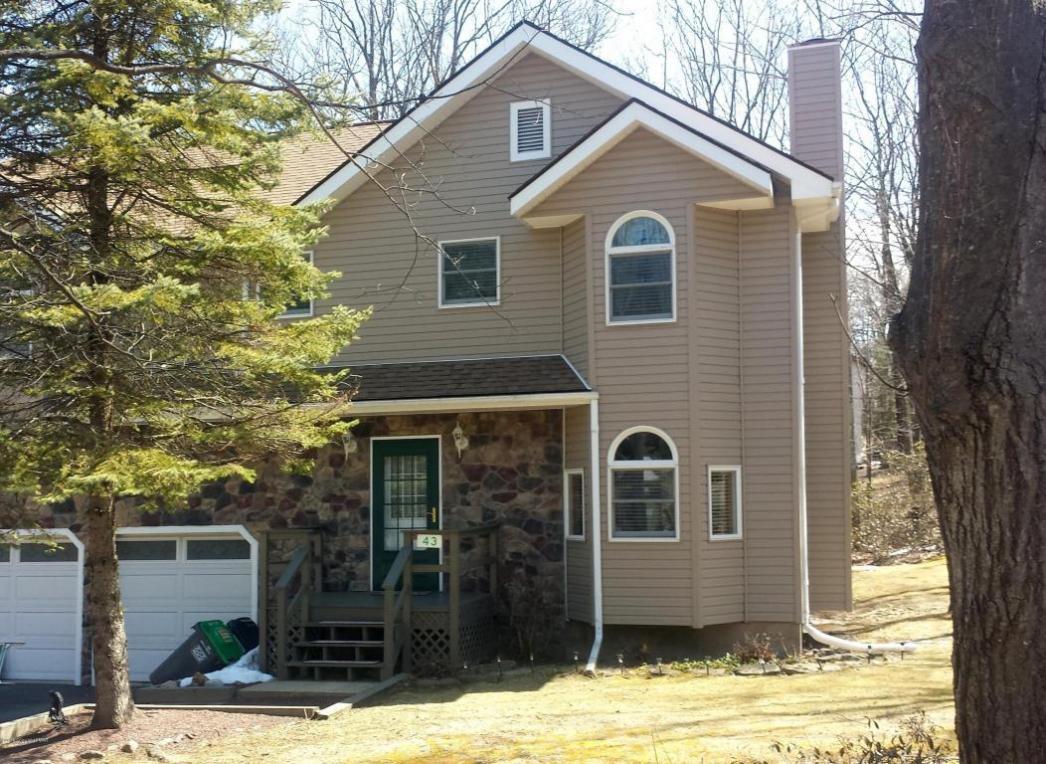 43 Seneca Rd, Mount Pocono, PA 18344