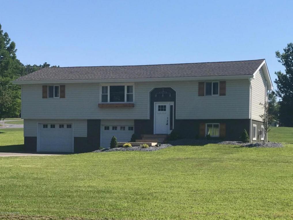 8811 N Loop Rd, Slatington, PA 18080